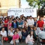 Protestas de los padres ante las puertas del colegio en abril de 2015.