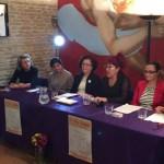"""Elena Viguera, a la izquierda de la imagen, junto a las integrantes de la Asociación Mujeres Supervivientes en la presentación de """"Le Vin Violette""""."""