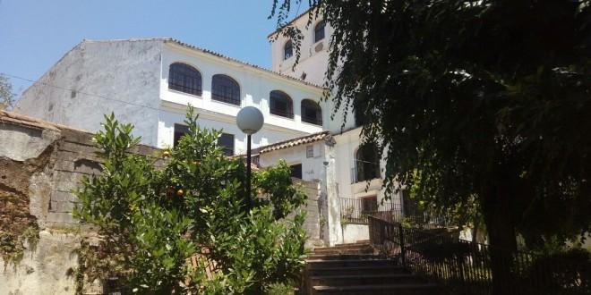 Se presentan 1944 firmas para pedir información y reapertura de la residencia de ancianos de Cazalla