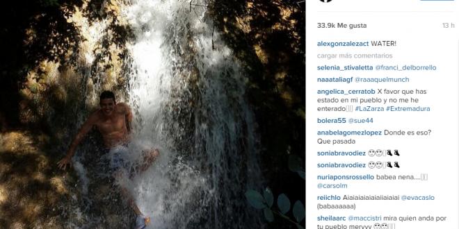 El actor Alex González pasa unos días por Alanís y la rivera del Huéznar