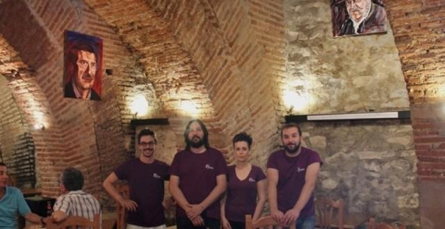 Cuatro jóvenes de Guadalcanal convierten La Almona en restaurante y galería de arte