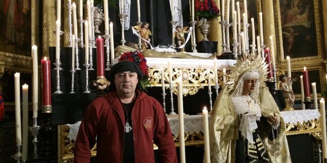 Jesús Manuel Martínez, ex alcalde de Guadalcanal, le canta a la Semana Santa como costalero