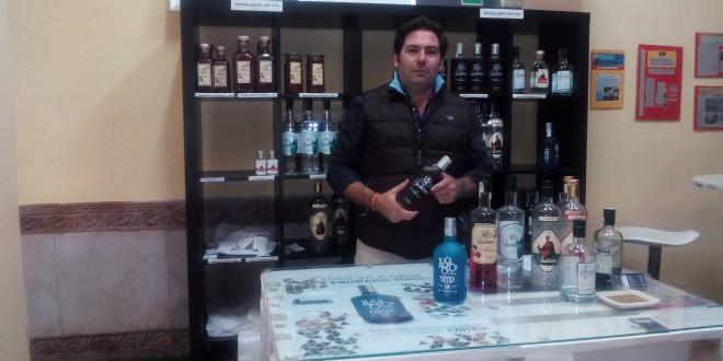 El constantinero Jaime García mantiene la tradición aguardentera e innova con su ginebra