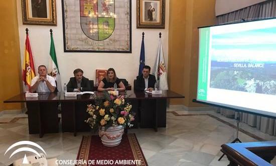 Almadén de la Plata acoge la primera escuela de descorche de Andalucía